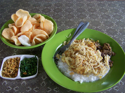 Gambar nyolong dari: http://kuliner.panduanwisata.com/files/2012/09/bubur-ayam-mang-oyo-3.jpg