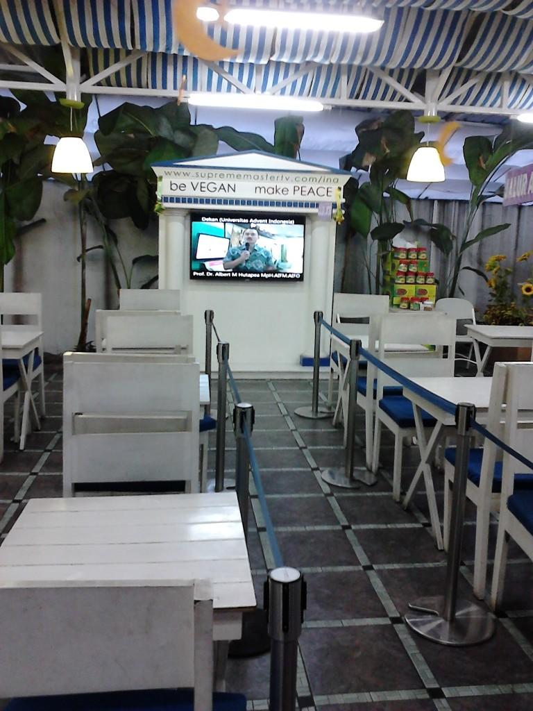 Layar display di ruang makan
