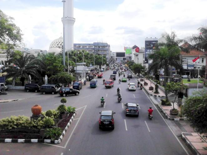 Jalan Asia-Afrika dengan seabrek bangunan art-deco