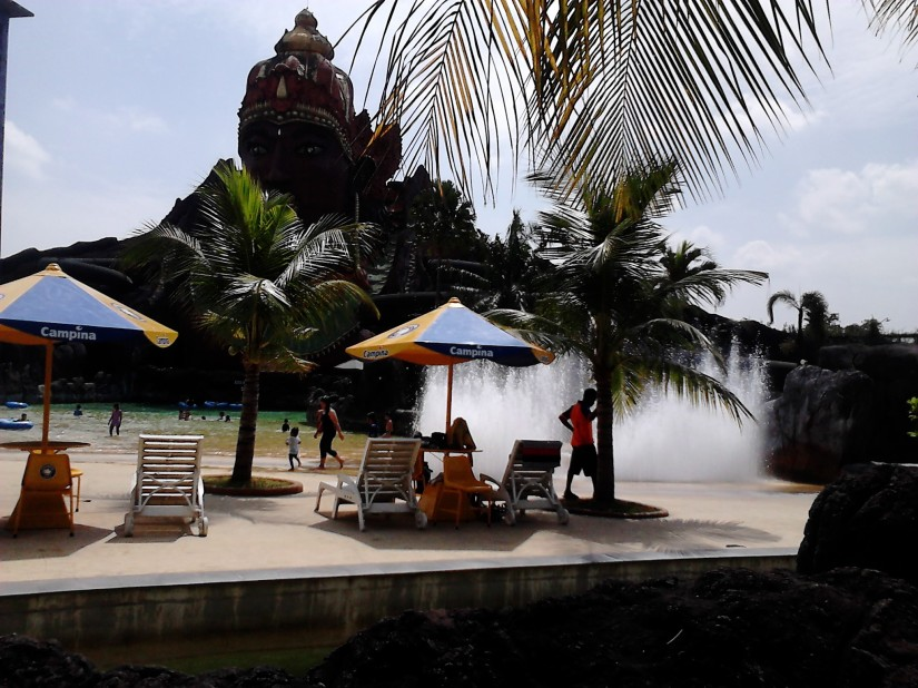 Patung Kresna dan Wave Pool