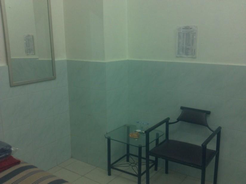 Meja kursi dan alat mandi yang disediakan