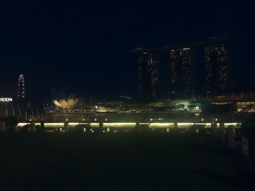 Panorama gedung Marina Bay Sands, Singapore Flyer, dan gedung-gedung eksotik lainnya