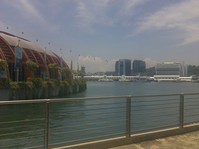 Pemandangan Singapura dari Sentosa Promenade.