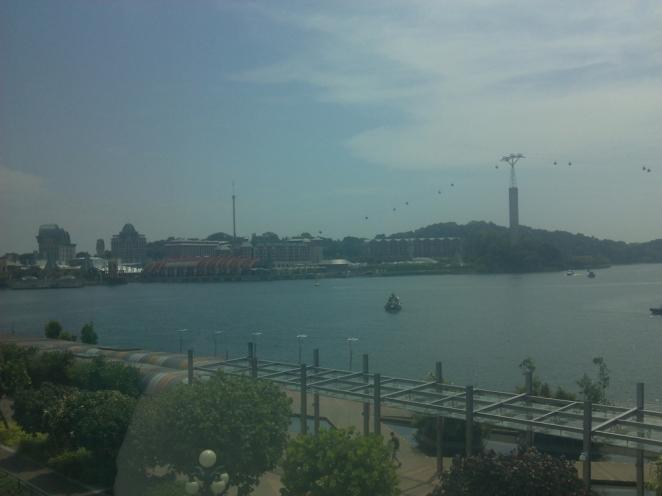 Pemandangan dari balik jendela Sentosa Express