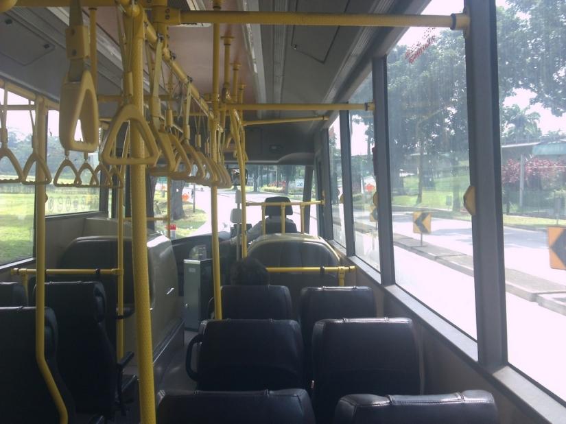 Di dalam bus Causeway Link. Sepiiiiii!