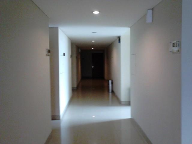 Lorong di lantai 5 Naval Hotel. Kayaknya kita satu-satunya penghuni di lantai ini.