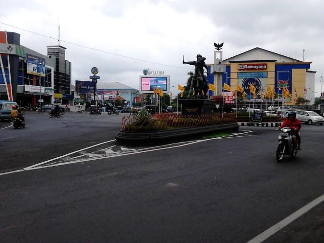 Bunderan Tamansari: ada Ramayana, patung Pangeran Diponegoro, dan layar raksasa :D