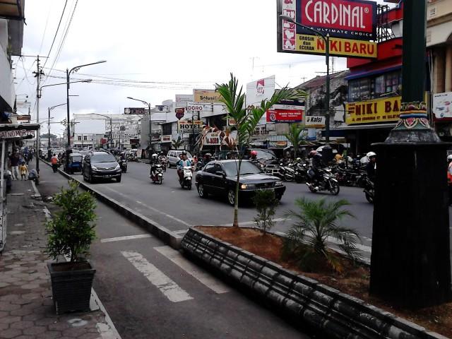Di ujung Tamansari Shopping Center
