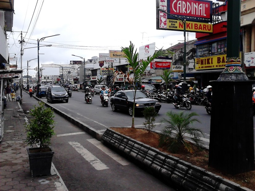 Di ujung Tamansari Shopping Center