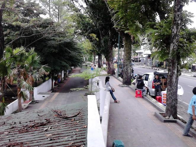 Trotoar bawah dan trotoar atas di Jalan Kartini - Salatiga