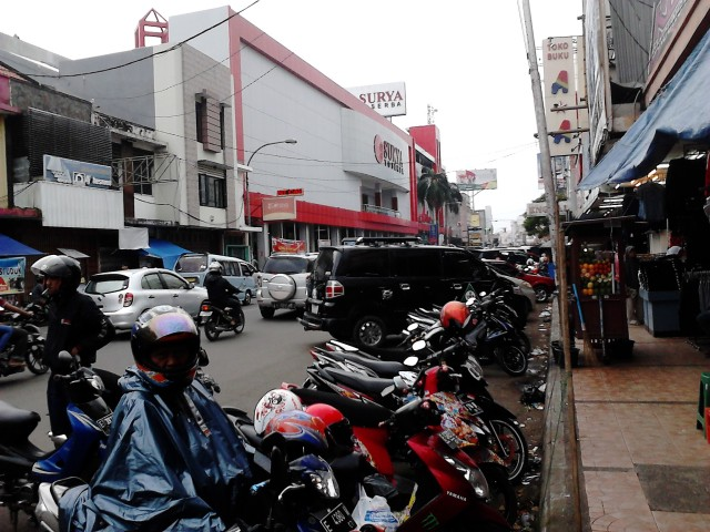 Supermarket Surya dan Toserba Asia