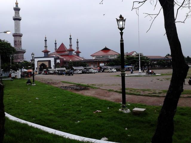 Alun-Alun dan Masjid Agung Cirebon