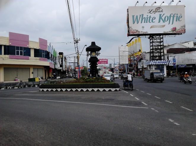 Simpang Jl. Jend. Sudirman dari arah alun-alun