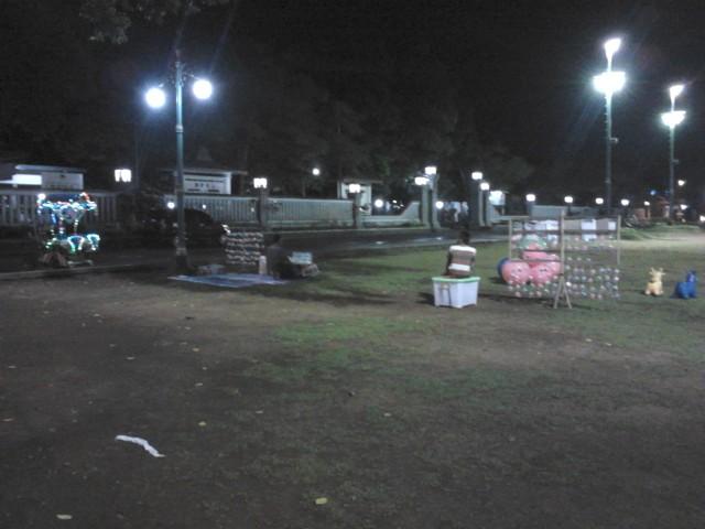 Suasana alun-alun Purwokerto kala malam