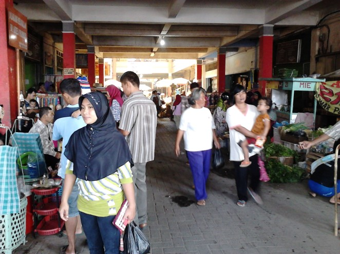 Suasana di dalam Pasar Wage