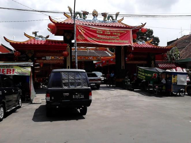 Vihara Hok Tik Bio yang terletak di Jl. Vihara, seberang pintu masuk