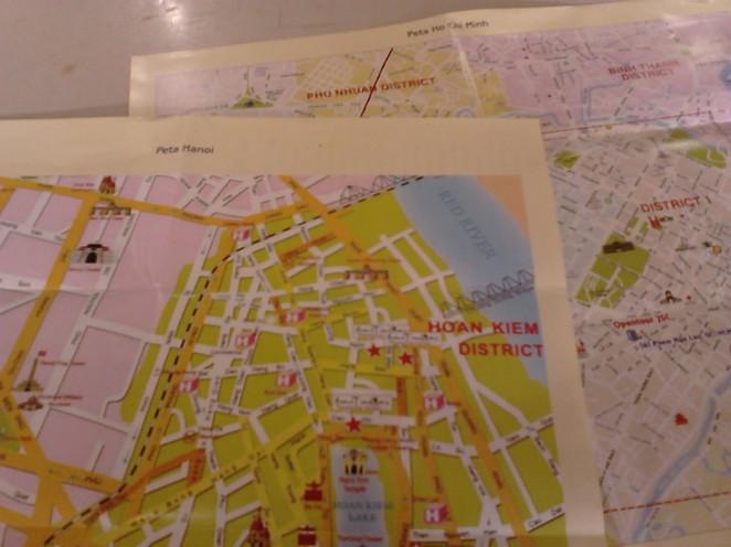 Kiri: peta Hanoi, kanan: peta Ho Chi Minh City, masing-masing 2 halaman