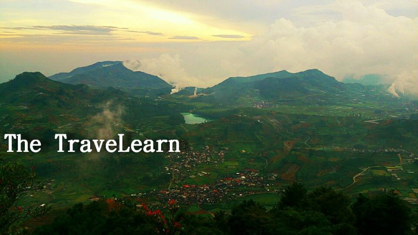 Telaga Warna, persawahan, dan pegunungan dilihat dari atas. Foto: bang Firman