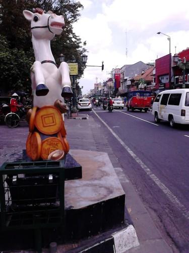 Kuda-kudaan di pinggir Jl. Malioboro