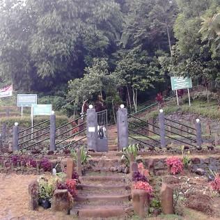 Bagian depan Situs Megalithikum Gunung Padang