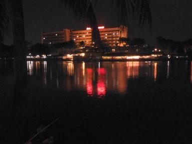Pemandangan Hotel Sunlake dari seberang