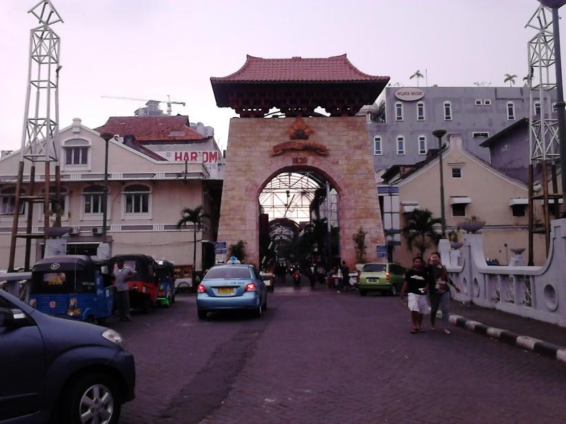 Pintu masuk Pasar Baru Jakarta yang otentik