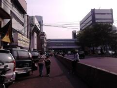 Atom Pasar Baru dari Jl. Samanhudi