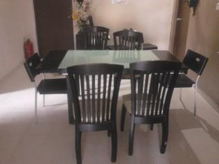 Ruang tengah untuk makan
