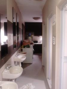 Wastafel dan kamar mandi