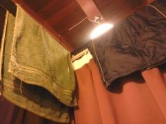 Handuk dan jaket gue yang digantung