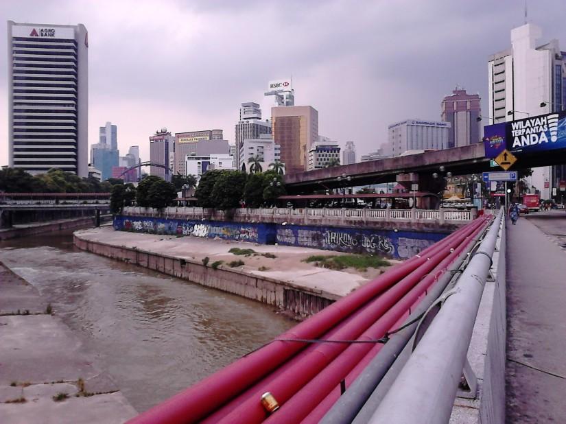 Klang River and the street arts at its river bank.