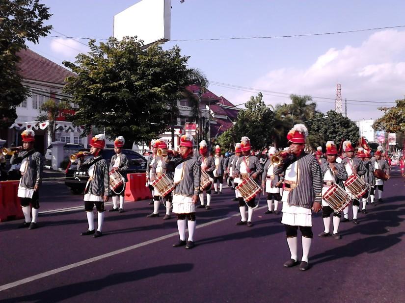 Kirab Budaya FKY ke-26 dibuka dengan barisan prajurit Keraton Ngayogyakarta Hadningrat (entah apa nama prajuritnya, maap)