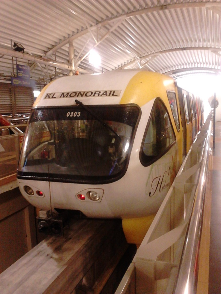 The white-yellow KL Monorail