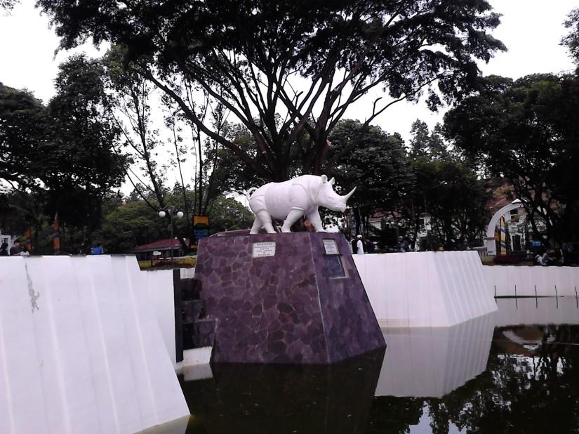 Patung badak di Balai Kota Bandung