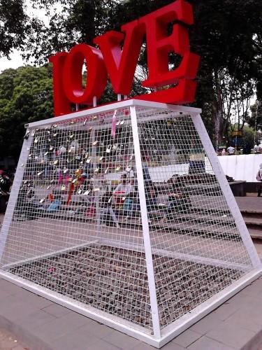 Gembok Cinta ala Balai Kota Bandung