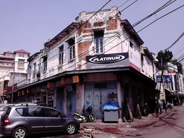 Potret sisa-sisa pecinan Bandung dengan bangunan tuanya