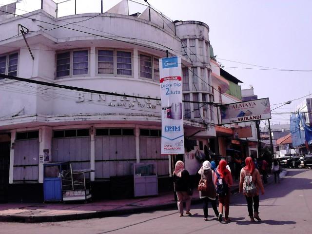 Memasuki Jalan Alkatiri, Bandung