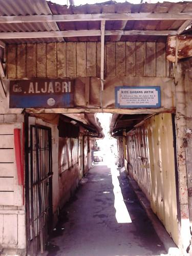 Gang Aljabri, tepat di seberang Warung Kopi Purnama