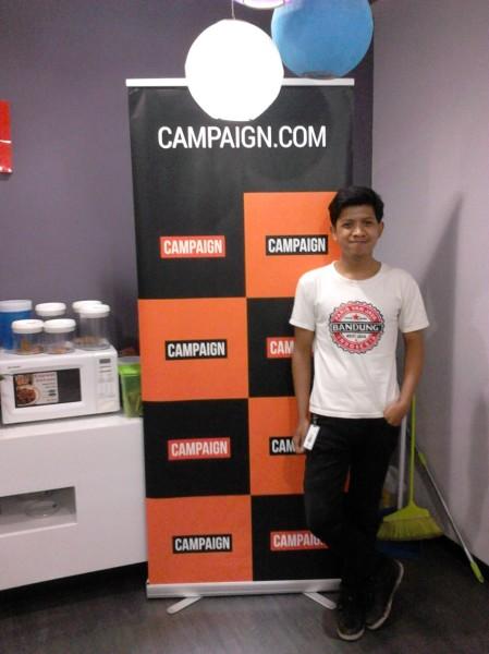 Mejeng di kantor Campaign.Com