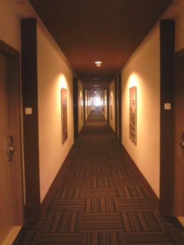 Lorong kamar Hotel Neo Candi di lantai 3
