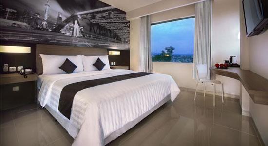 Kamar Single Standard Hotel Neo Candi, Semarang, dilihat dari pintu masuk [sumber: neohotels.com]
