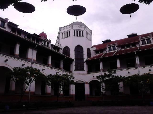 Gedung A Lawang Sewu, tampak dari dalam kompleks