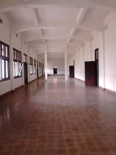 Ruang besar lantai 2 yang hampa. Populer sebagai tempat uji nyali.
