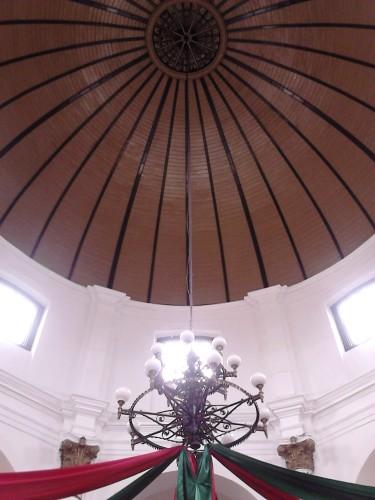 Kubah gereja dilihat dari dalam