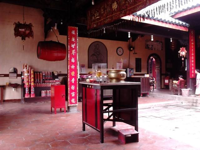 Interior klenteng Tay Kak Sie