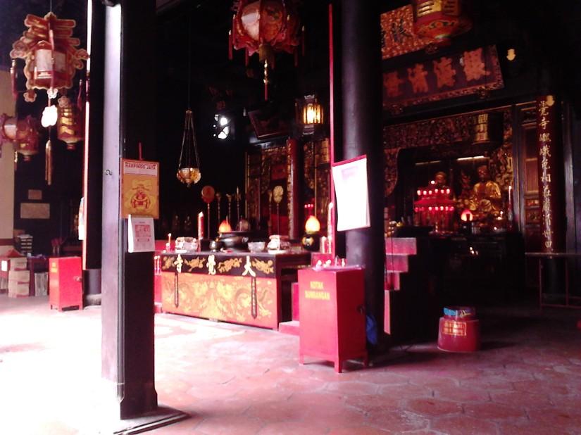 Altar klenteng Tay Kak Sie tampak samping