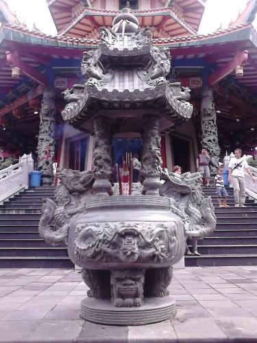 Instrumen pemujaan di Pagoda Avalokitesvara