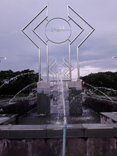 Air mancur di depan Masjid Agung Jawa Tengah