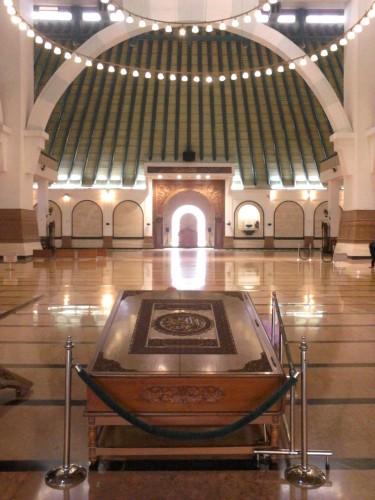 Al qur'an raksasa Masjid Agung Jawa Tengah karya H. Hayatuddin