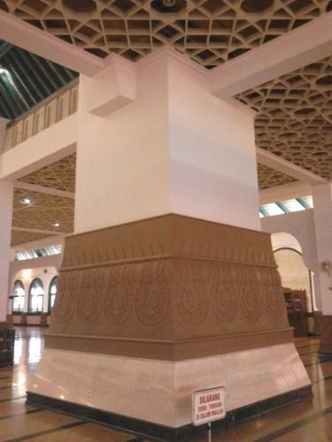 Tiang penyangga Masjid Agung Jawa Tengah